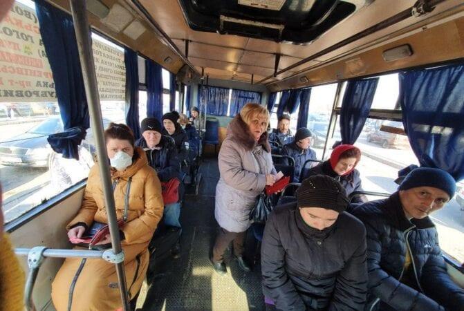 Чихают и кашляют: в Днепре пассажиры возмущены отсутствием масок у людей в транспорте