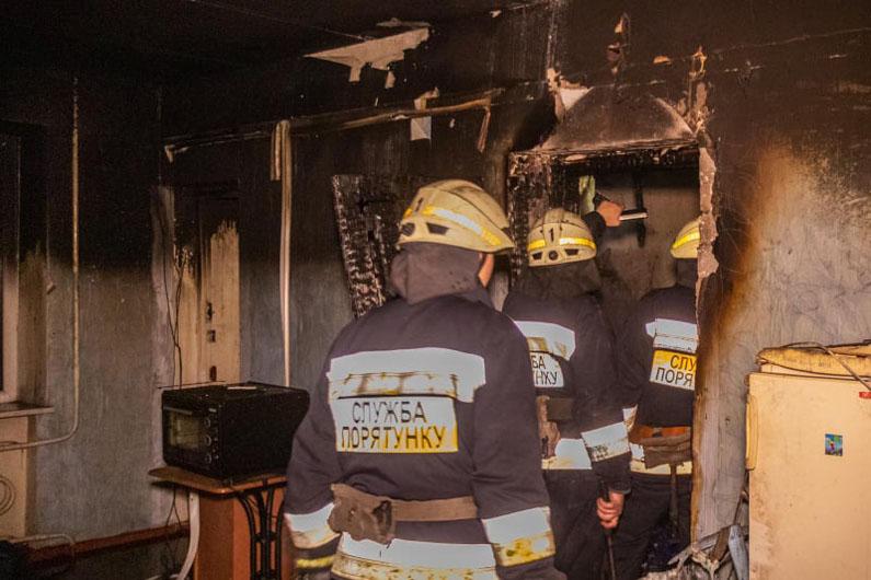 асштабный пожар: пламя охватило балкон квартиры. Новости Днепра