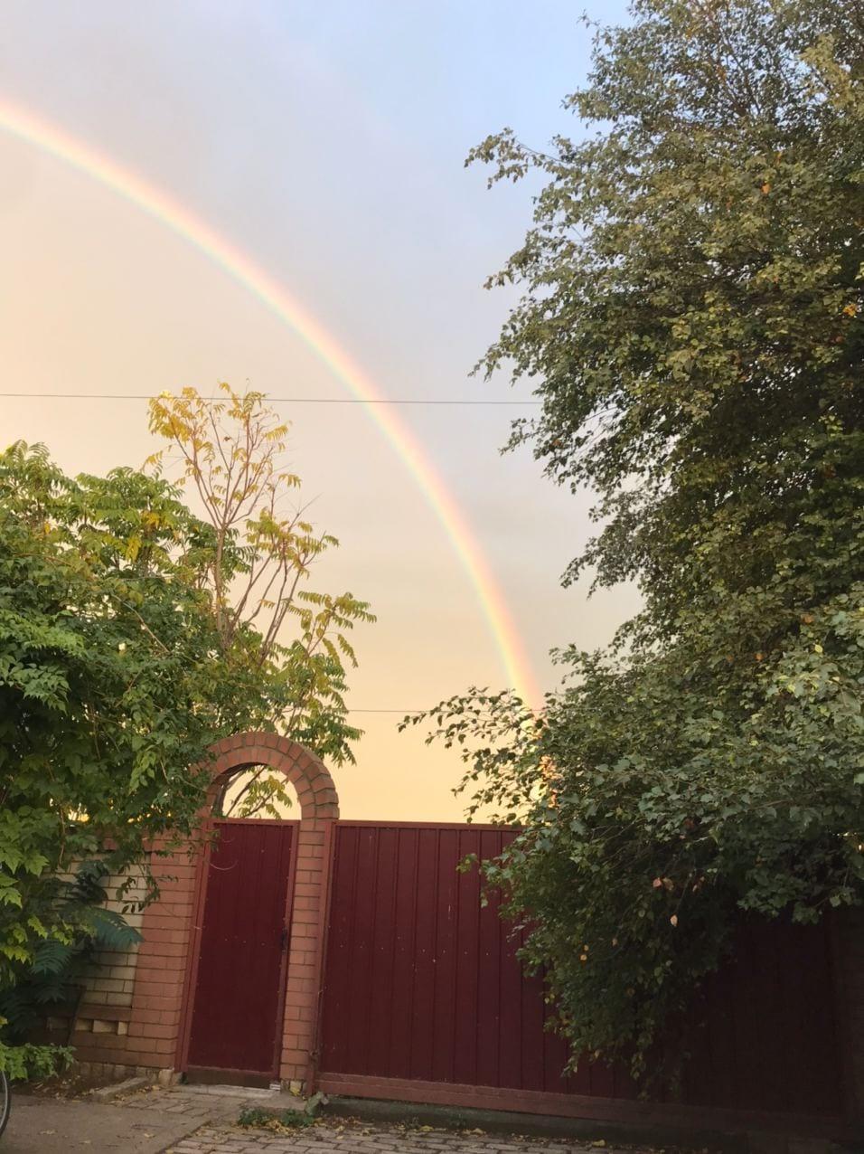 Настоящее чудо на Покрову: в Днепре огромная двойная радуга на все небо (Фото)